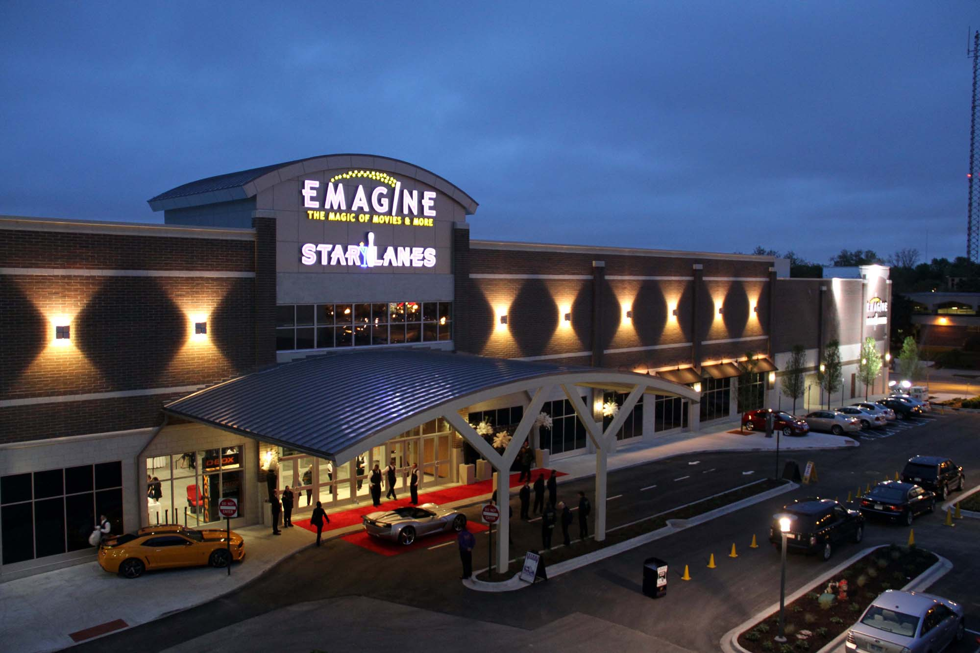 Emagine Theatre in Royal Oak at night.