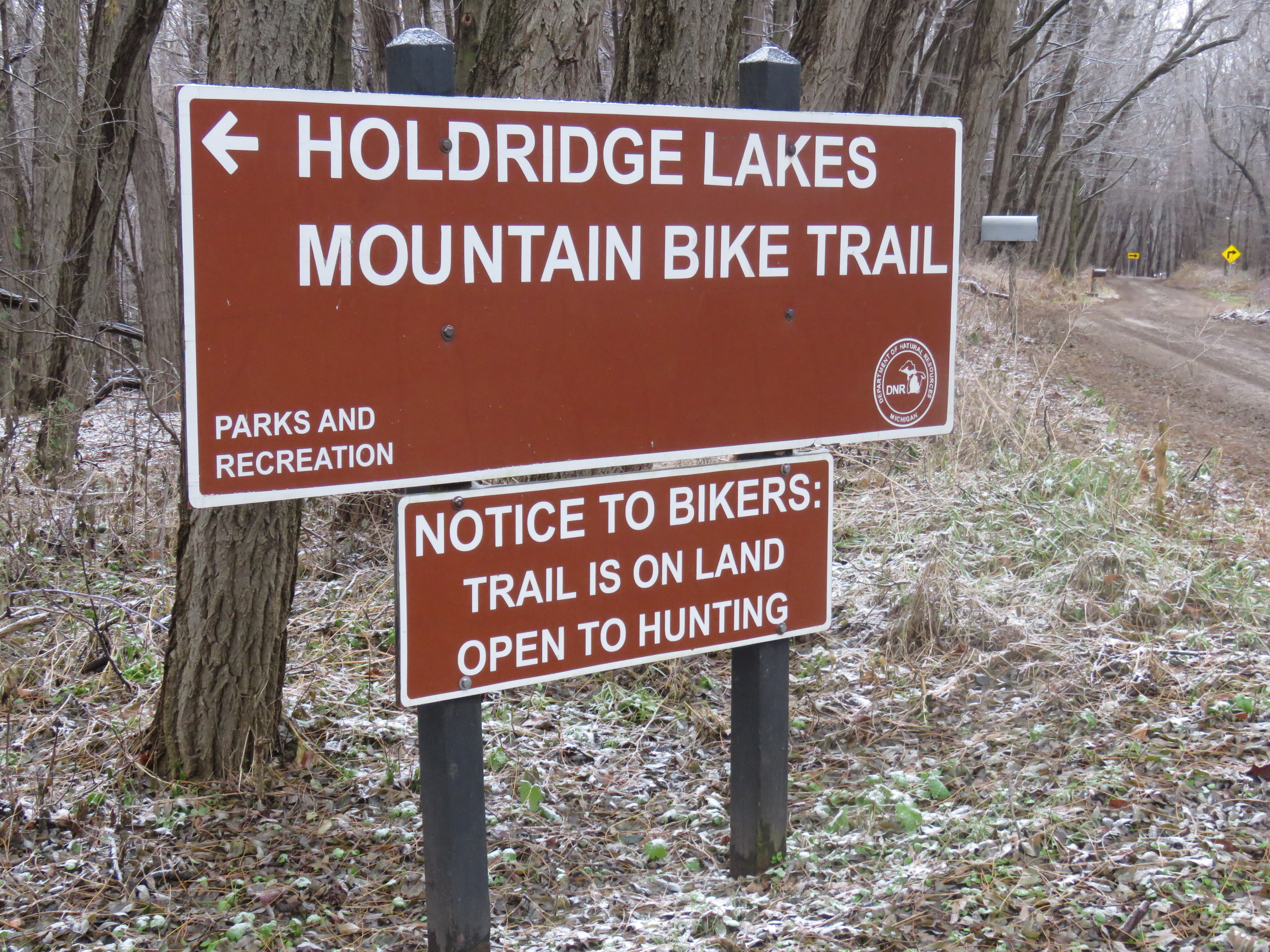 A red sign reads Holdridge Lakes Mountain Bike Trail